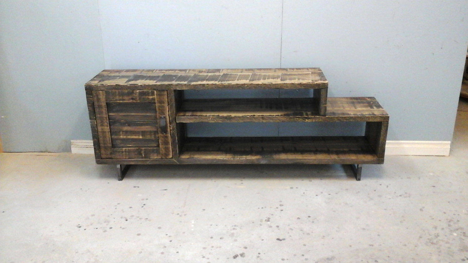 Rustic wood tv stand harvest treasures Rustic tv stands